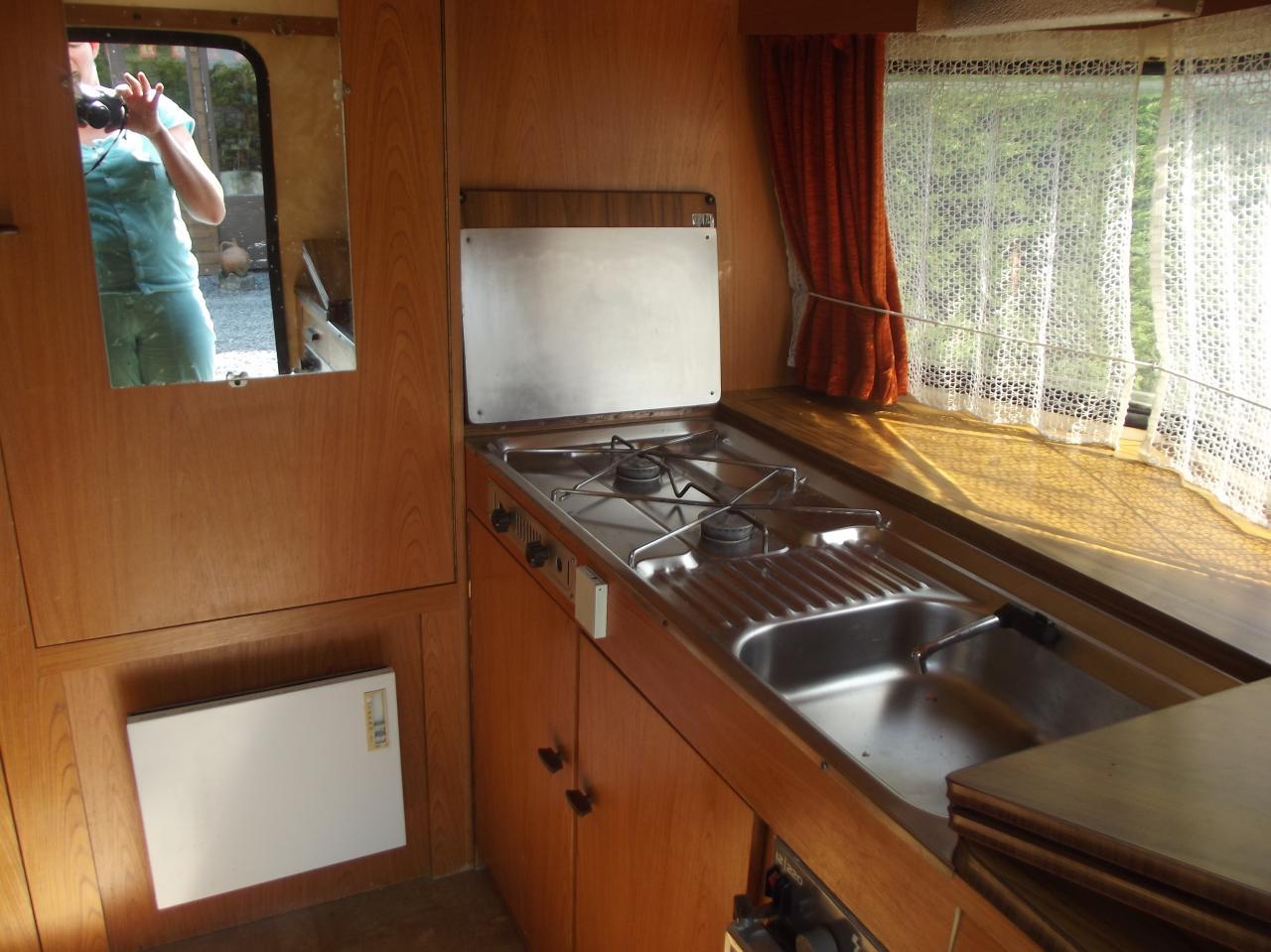 caravane a louer pour 2 personnes 40€ petit déjeuné 7€/personne