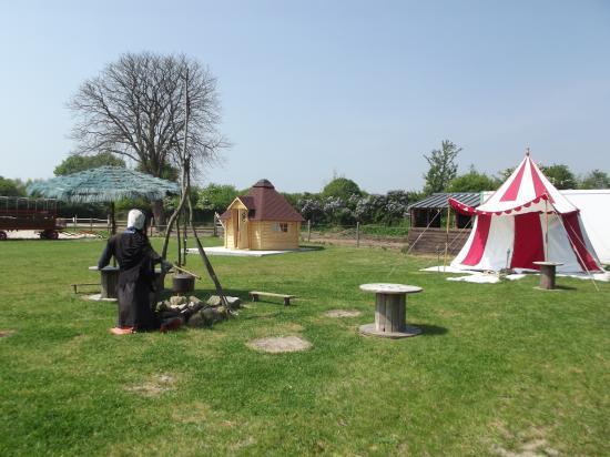 Cité Médiévale avec sa tente des chevaliers et Cabane des Elfes