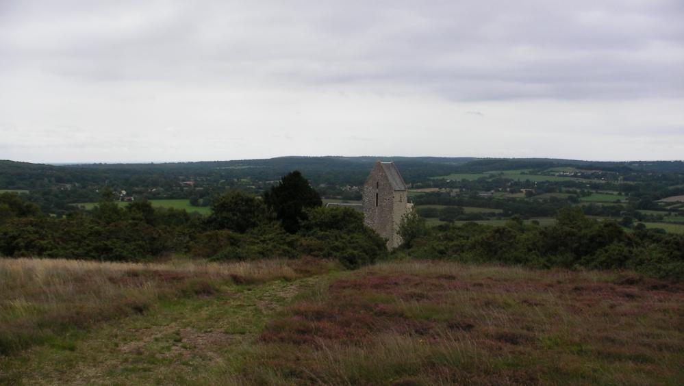 Sommet du Mont de  Doville : vue sur la chapelle avec son panorama