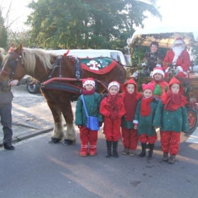 Noel à La haye du puits avec notre Cob Normande et ses lutins dans le chariot.