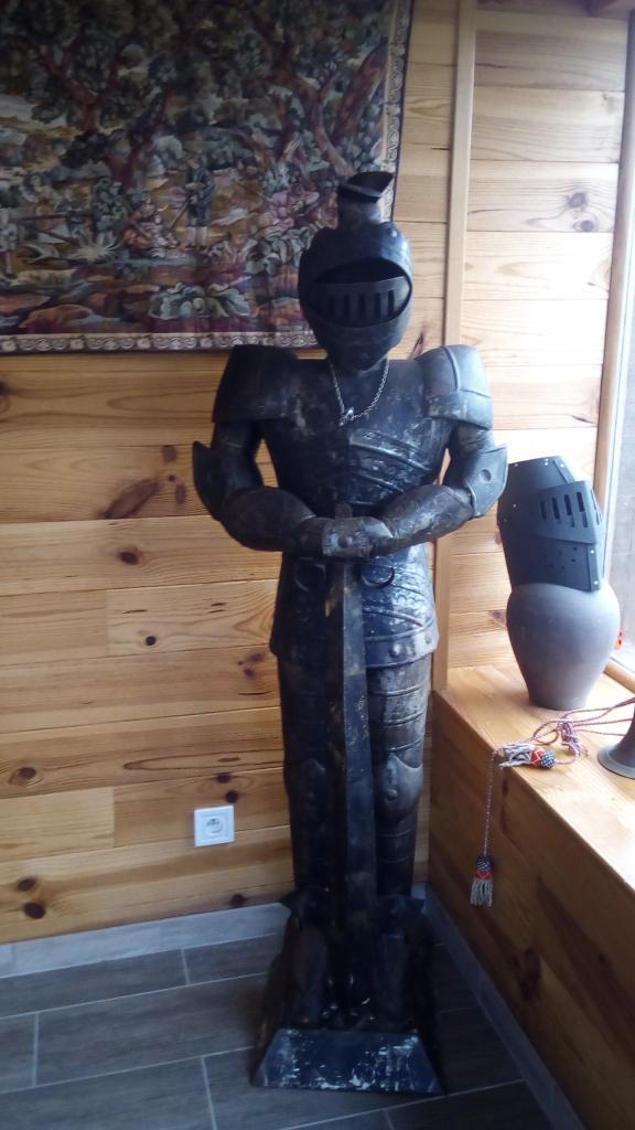 chevalier dans accueil auberge