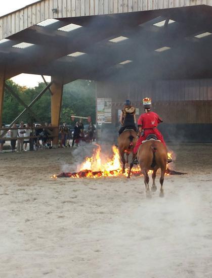 Rollon ( floriane buhagiar) et Comte de Bayeux ( eloise buhagiar) reviennent du royaume des morts