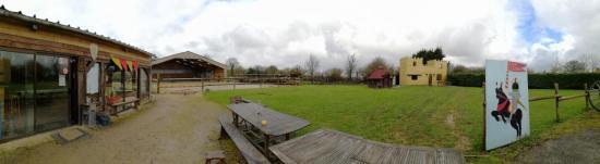 extérieur centre equestre , camping