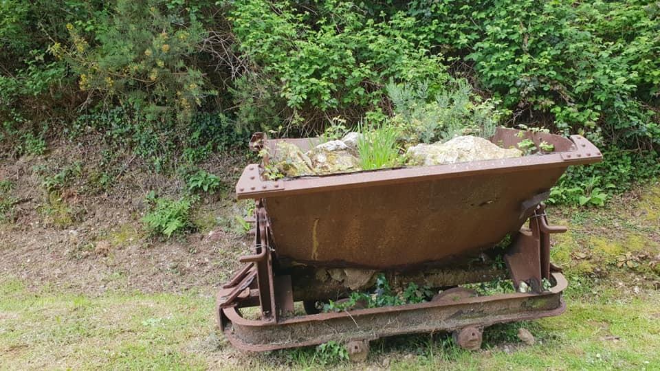 les wagons de l'ancienne carrière du Mont Castre