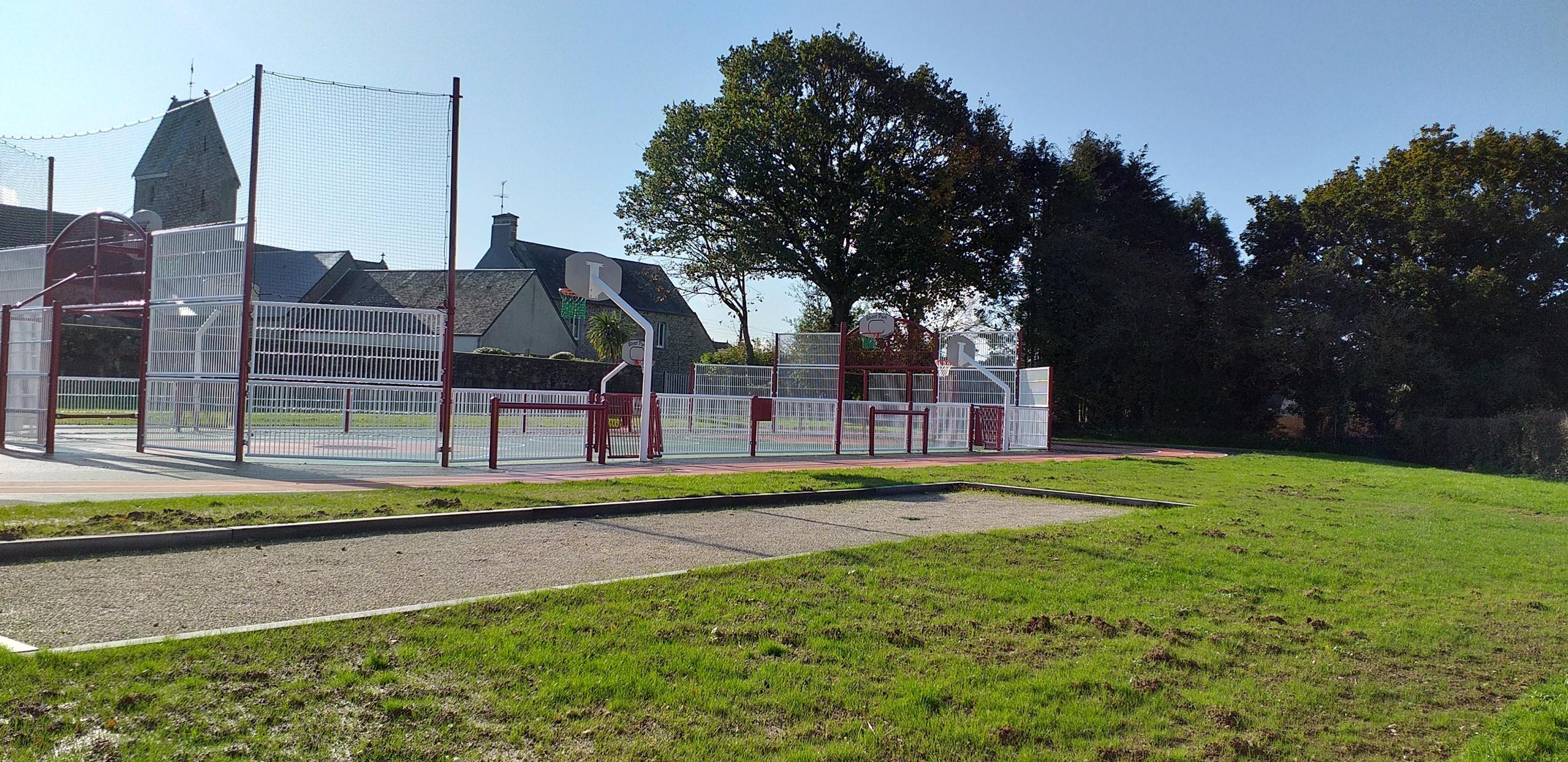 parc multis sports et terrain de petanques