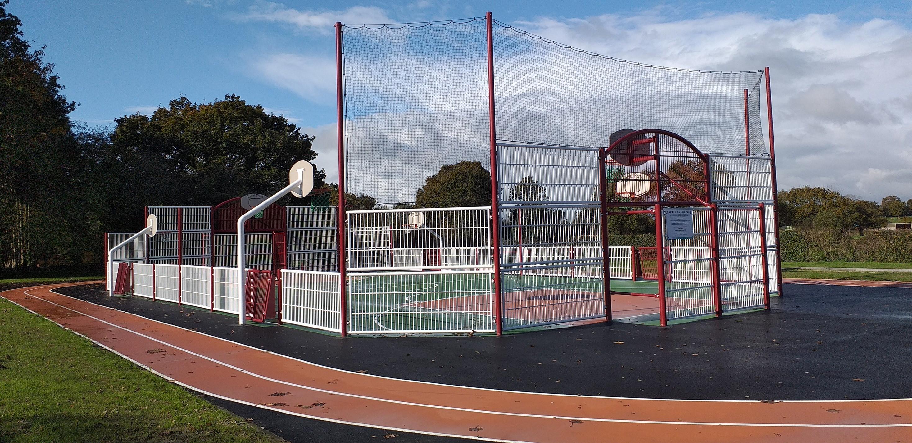 parc multisports et terrain de petanques