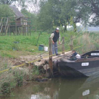 Embarquement pour la Gabarre ( ancienne barque pour naviguer sur le Marais)