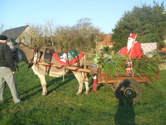 Pére Noel arrivé en âne.