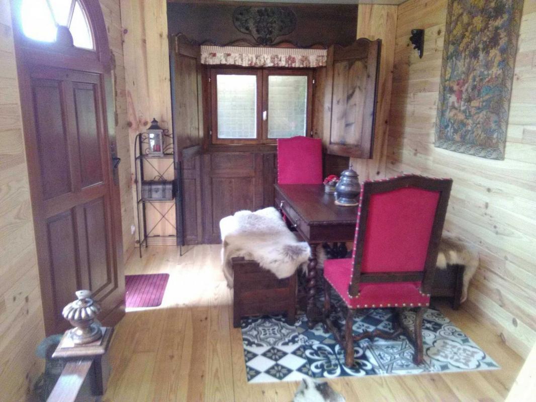 Table dans la chambre du roi